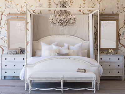 Dauphine canopy bed